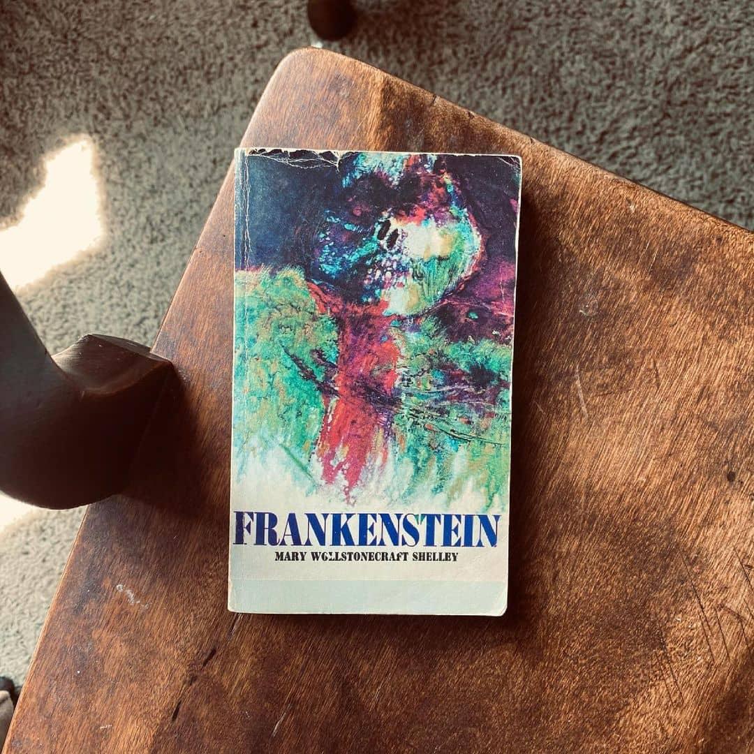 Frankenstein review sach